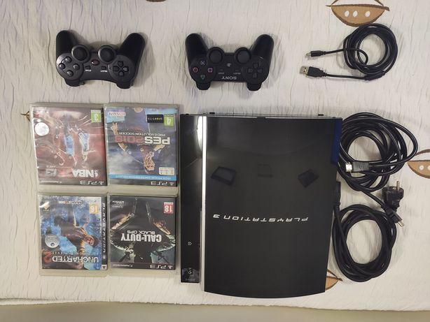 PlayStation 3 com 2 comandos e 4 jogos