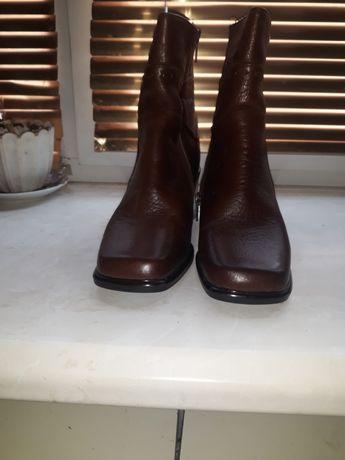 Продам женские ботиночки,размер 36 коричневого цвета,очень удобные