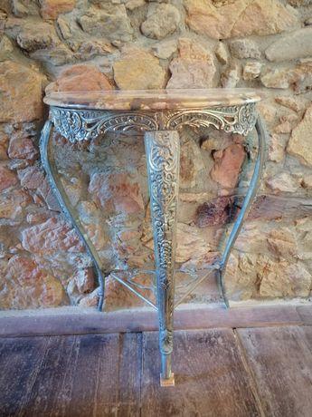 Credencia em metal e pedra