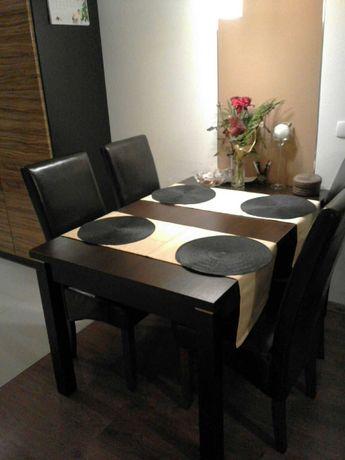 Sprzedam stół z 4 krzesłami oraz w gratisie stolik kawowy