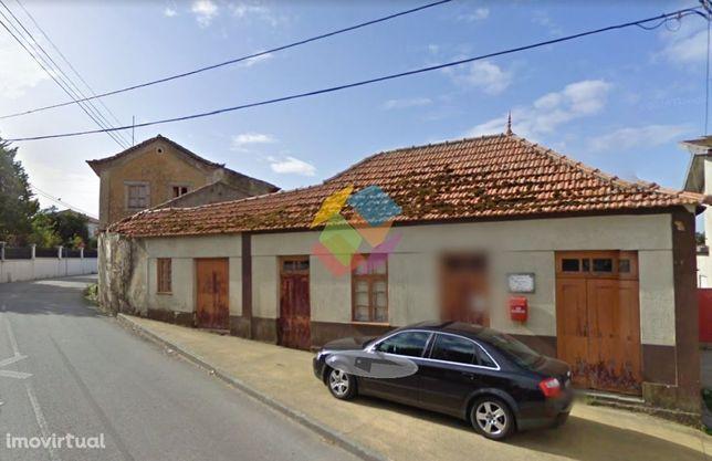 Casa Antiga para Restauro em Arada