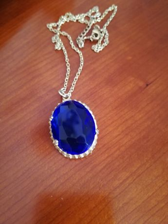 Magnífico colar jóia vintage com pendente em vidro lapidado