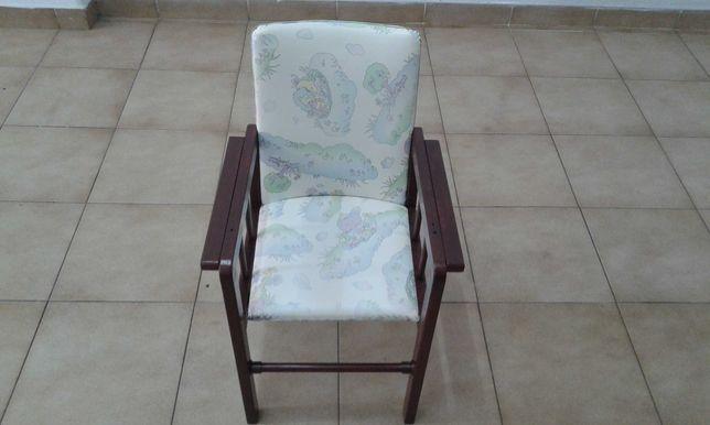 Cadeira em Madeira de Criança