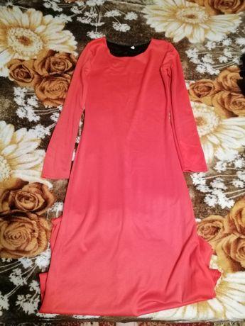 Красное елегантно платье