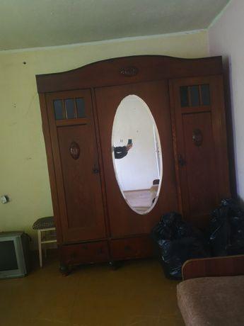 Stara zabytkowa szafa