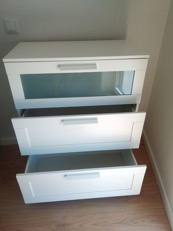 Cómoda do IKEA branca