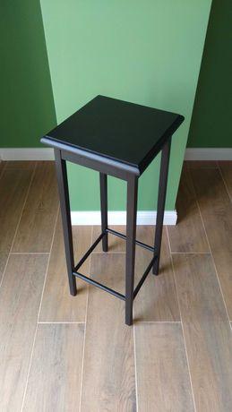 Czarny, kwadratowy, drewniany kwietnik / stolik