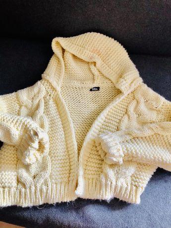 Cytrynowy sweter z kapturem oversize