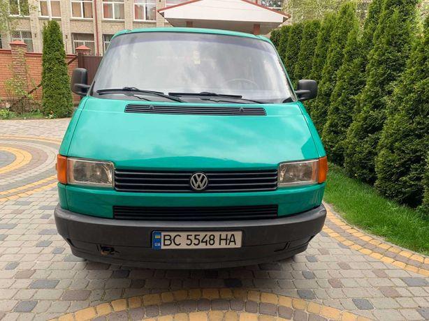 Автомобіль WV Transporter T4