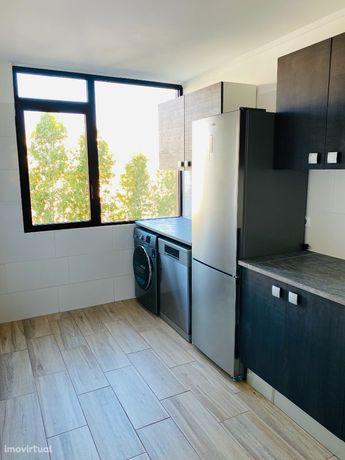 Apartamento T2 renovado em Monte Abraão
