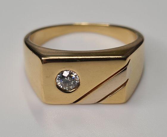 золотое кольцо печатка с большим бриллиантом унисекс