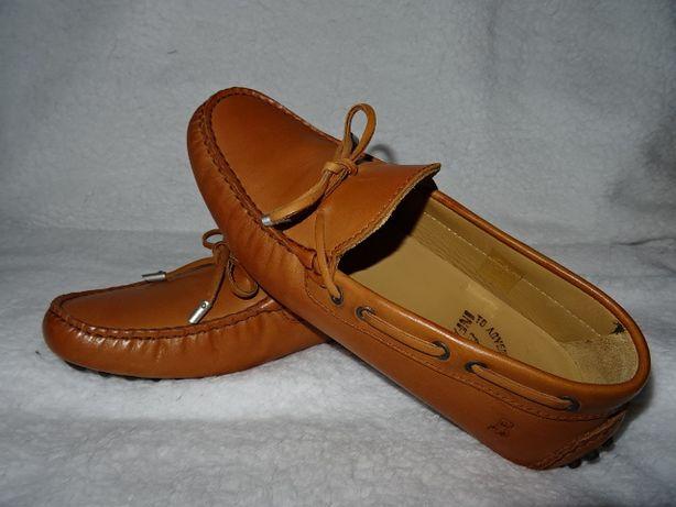 Sapatos mocassins couro *NOVOS*