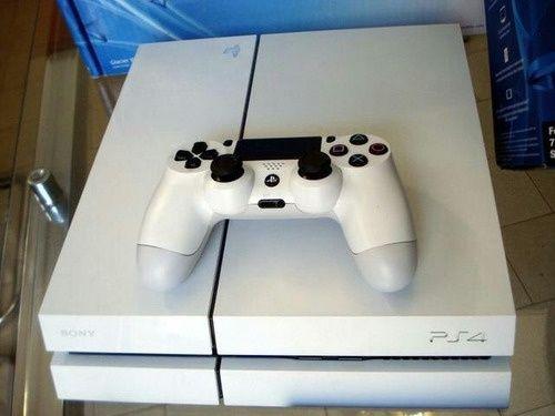 Vendo PS4 Branca Desbloqueada  com jogos (ler descrição)