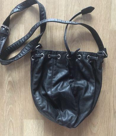 Czarna torebka mała