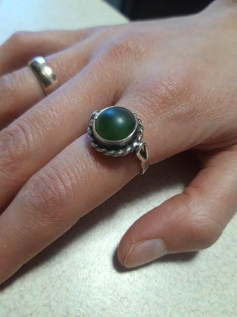 WARMET Srebrny pierścionek, M6 z zielonym kamieniem, STARY, PRL,SREBRO