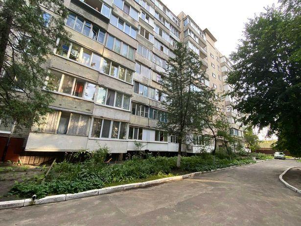 2 комн. квартира в центре города 52м2 Два балкона. Жилое состояние