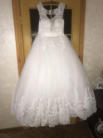 Весільну сукню)