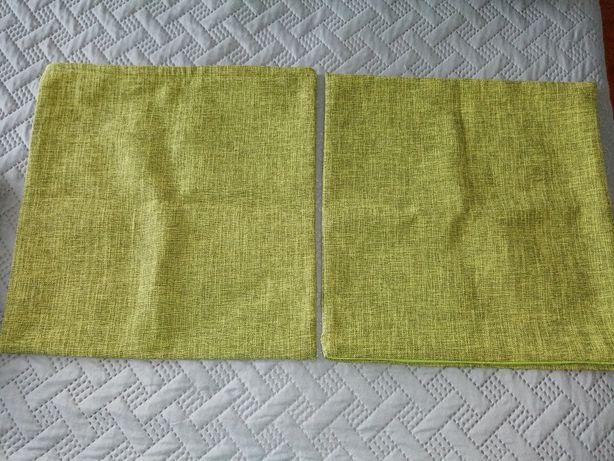 Duas capas verdes para almofada