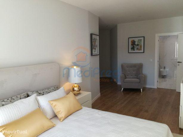 Apartamentos T3 NOVO , em Queijas.