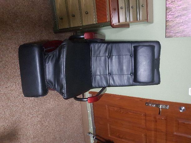 Fotel skórzany, rozkładany, podgrzewany z funkcją masażu.