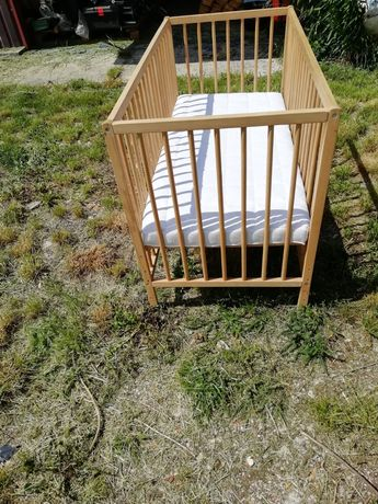 Łóżeczko drewniane dla dzieci