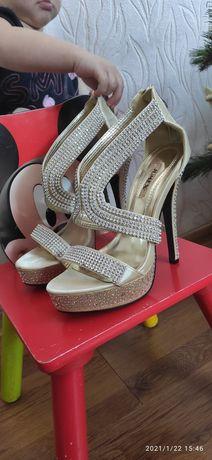 Шпильки туфли женские jumex