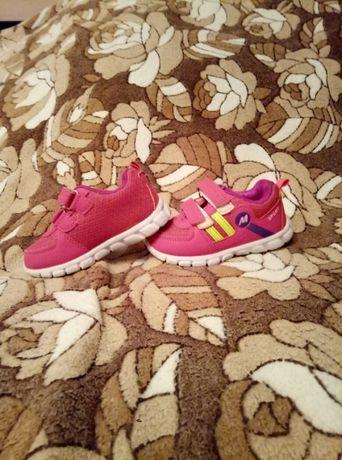 Кроссовки для малышки