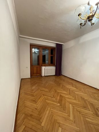 Продам квартиру Кловский спуск 14б, 2-х комнатная, Кловская, центр