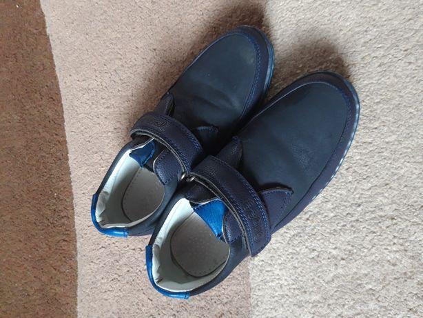 Продам туфлі для хлопчика фірми clibee.