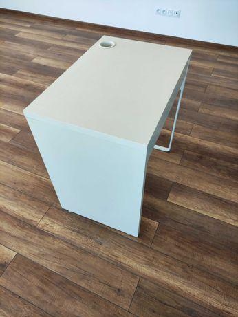 Małe biurko IKEA