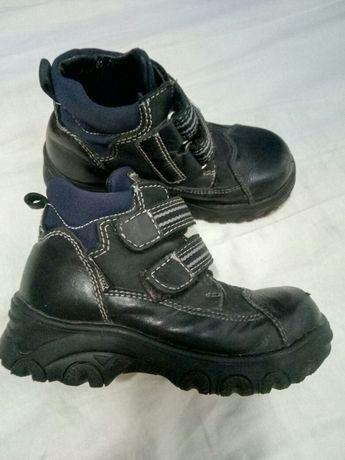 Теплые ботинки для мальчика,натуральная кожа,литая подошва,размер 29.
