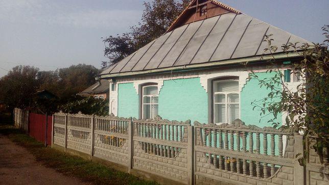 Продається бунинок в центрі Степанівки