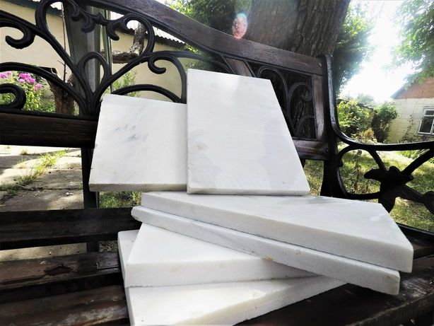 Мраморная серо-белая плитка