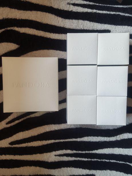 Pudełko firmy Pandora