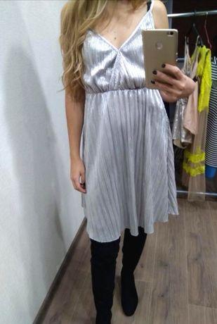 Серебряное нарядное вечернее платье сарафан Pull and bear плиссе