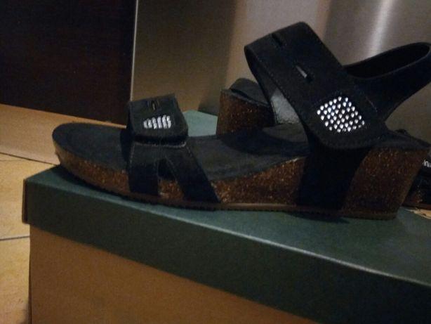 Nowe sandałki na kotku z zamszu 39r