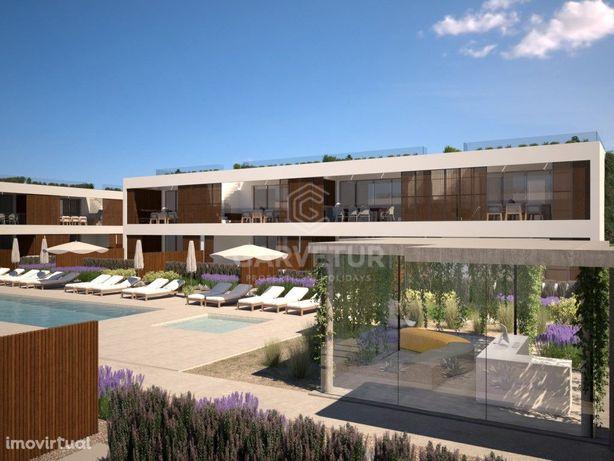 Apartamento T2 em Condomínio privado a 700 metros da prai...