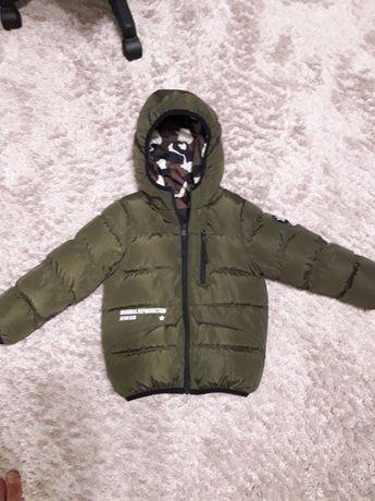 Продам дёшево куртку фирменную двухстороннюю на 5-6 лет