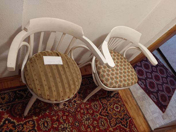Sprzedam krzesła widoczne na zdjęciu
