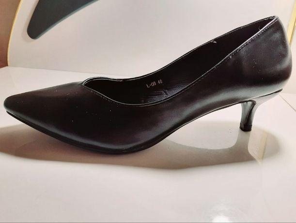 Туфли-лодочки черные