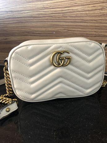 Gucci biala skora naturalna skorzana zloty lancuszek gg