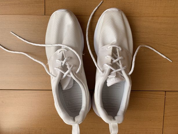 Sapatilhas brancas Nike Roshe One