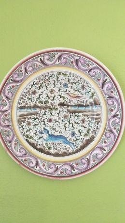 Prato antigo pintado à mão,