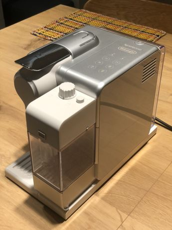 Ekspres do kawy DeLonghi Nespresso Lattissima Touch EN560.S (srebrny)