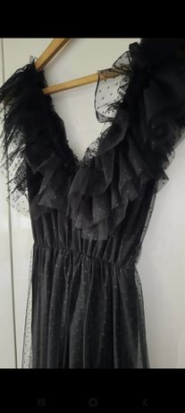 Piękna sukienka tiulowa.