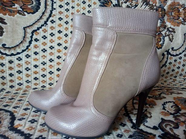 Качественная обувь в хорошем состоянии