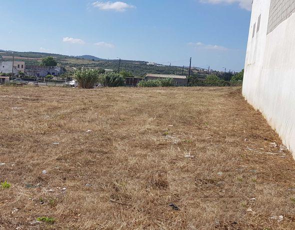 3 Terrenos independentes para arrendamento, vedados com portões