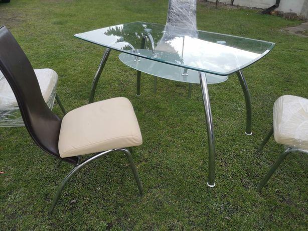 Stół szklany z krzesłami