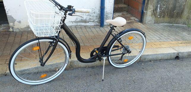 Bicicleta senhora c/ cesto Branco roda 26