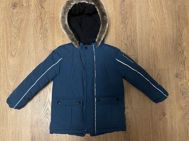 Продам зимнюю куртку 3-4 года